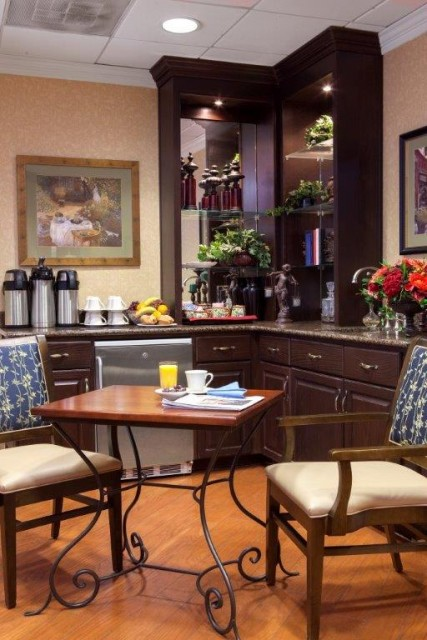If you are looking for a casual place to read the paper and enjoy a cup of joe, stop by our Coffee Bistro for daily seasonal beverages such as coffee, hot chocolate and lemonade as well as fresh-baked muffins or cookies. Or, pick up your items and take them to go.
